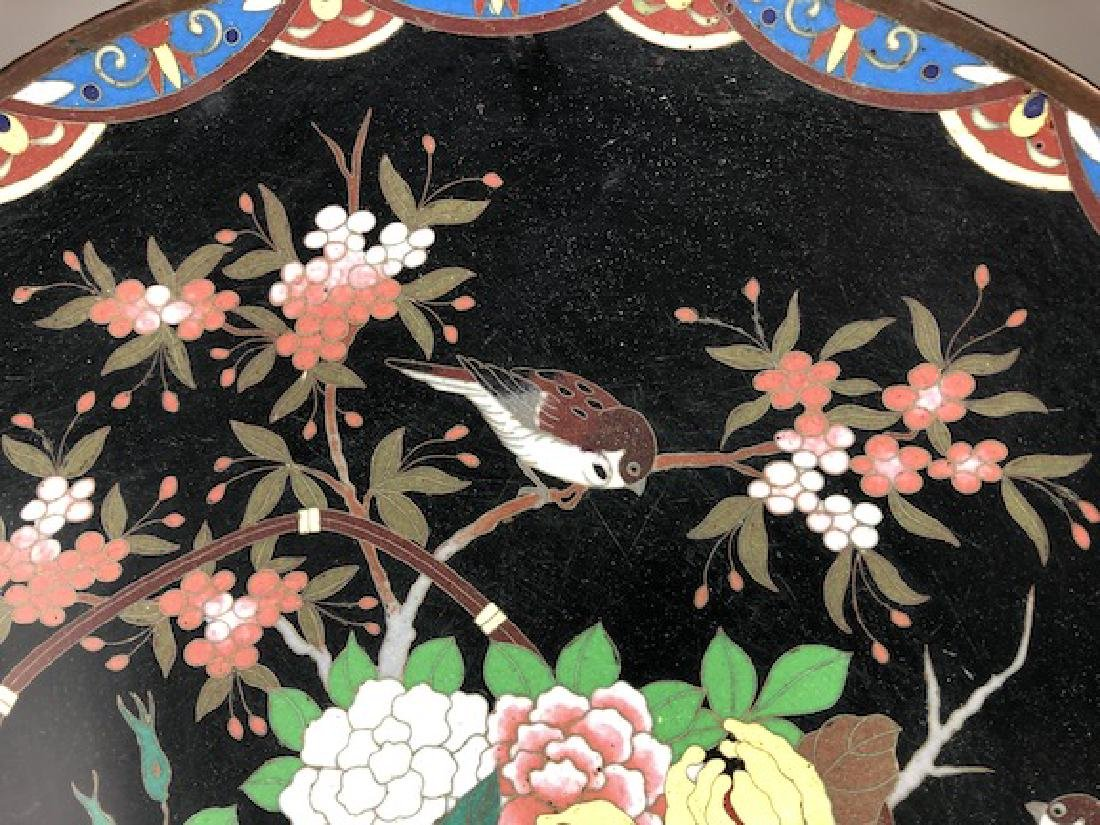 Japanese cloisonne plate decorated with a large basket - 4