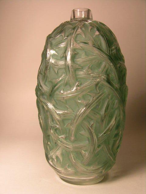 """500: R. LALIQUE """"RONCES"""" VASE, CIRCA 1921,WITH A GREEN"""