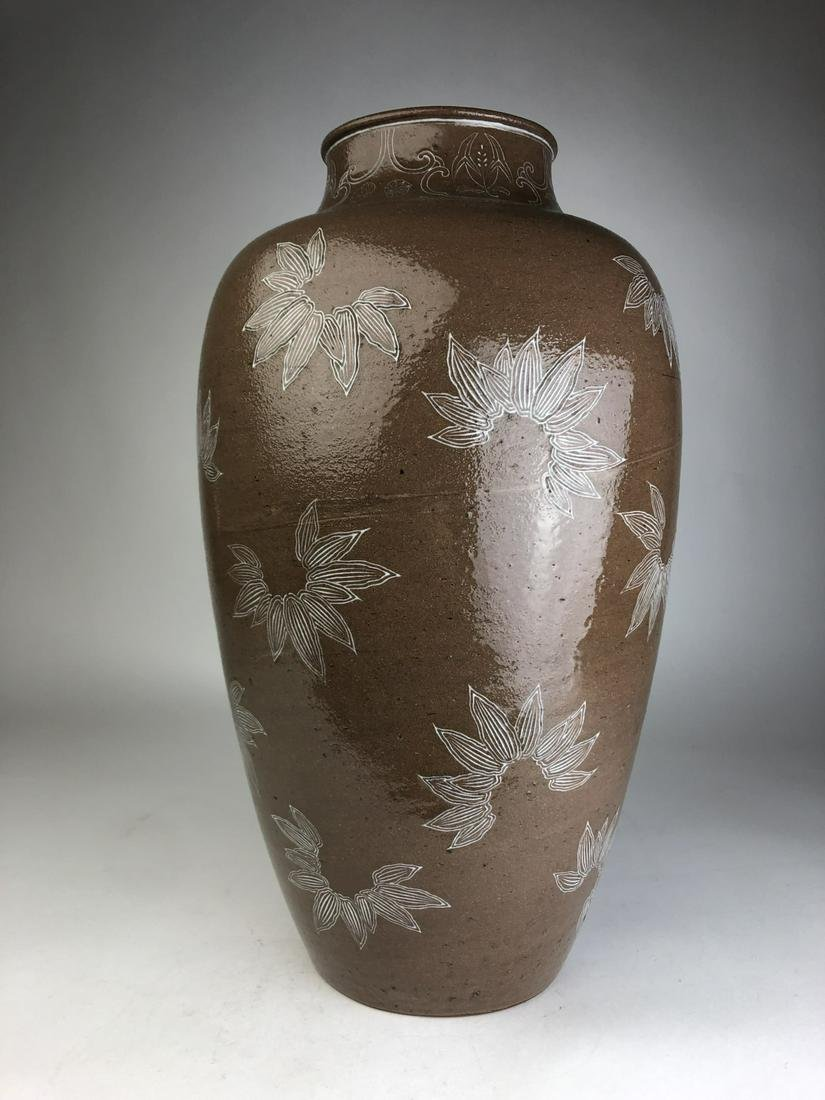 A very large ceramic vase by Makuzu Kozan decorated wit