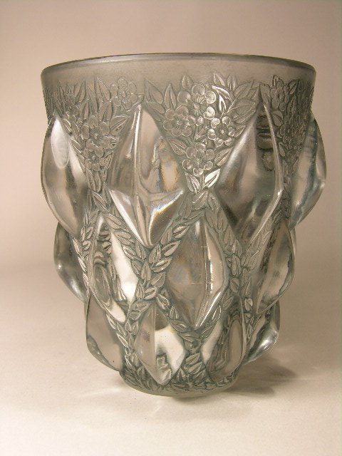 "927: R. LALIQUE ""RAMPILLION"" VASE."