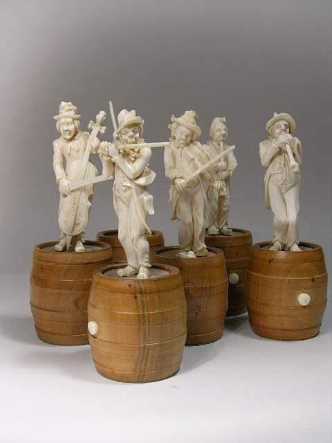 1131: GERMAN CARVED  BAND MUSICIANS: 6 Finely and
