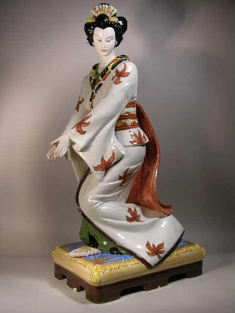 2018: A LARGE GEISHA PORCELAIN FIGURE PAINTED IN BRIGHT