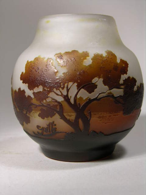 2513: A GALLE FRENCH CAMEO GLASS CABINET VASE circa 191
