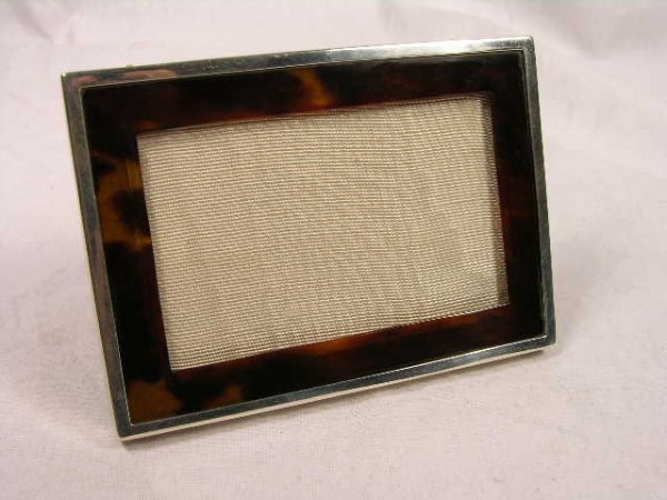 1014: NATURAL SHELL AND STERLING SILVER PHOTO FRAME. EN