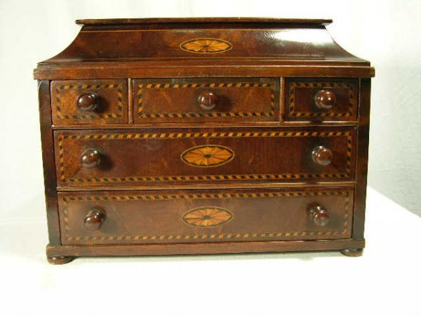 260: EDWARDIAN DRESSER BOX WITH FIVE SLID OUT DRAWERS.