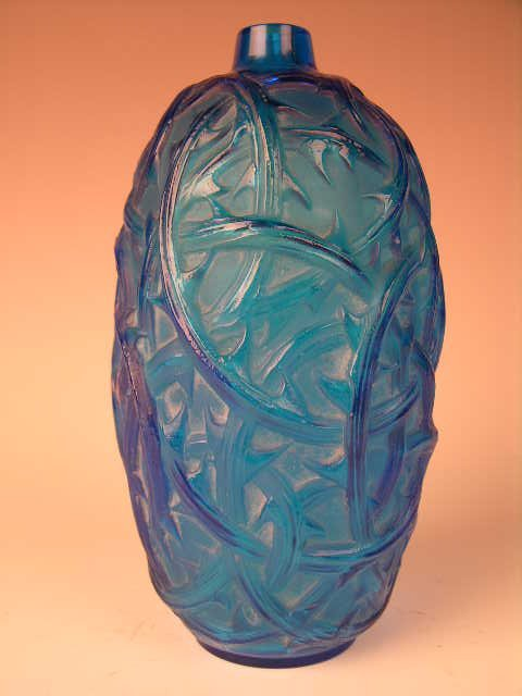 "75: R. LALIQUE ""RONCES"" VASE IN ELECTRIC BLUE GLASS"