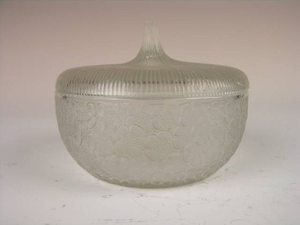 "4: R. LALIQUE ""EGLANTINES"" COVERED DRESSER BOX."