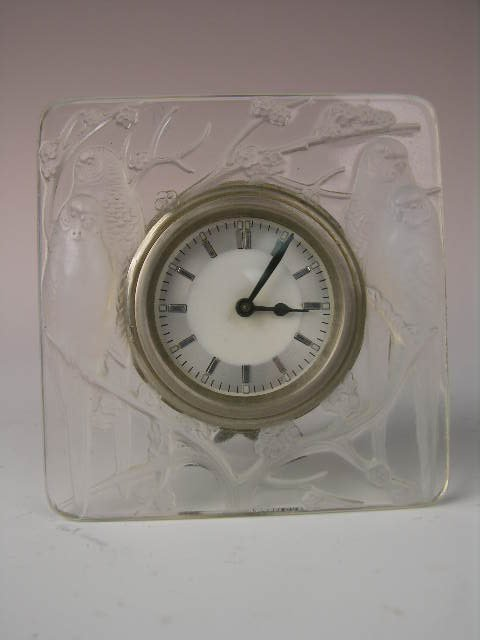 "22: R. LALIQUE ""INSEPRABLES"" DESK CLOCK."