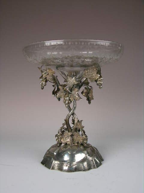261: VICTORIAN ENGLISH SILVER CENTERPIECE.