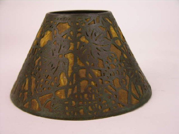 14: TIFFANY STUDIOS LAMP SHADE IN THE GRAPEVINE PATTERN