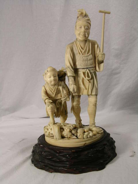 12: ANTIQUE JAPANESE CARVING. MAN WITH HIS YOUNG CHILD.