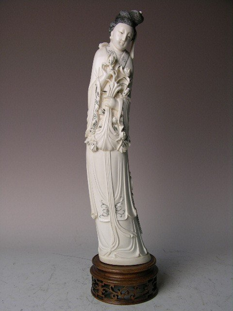 15: A VERY WELL  CARVED  IVORY FEMALE FIGURE.