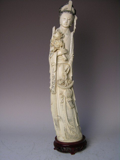 17: CHINESE IVORY CARVED BEAUTY.