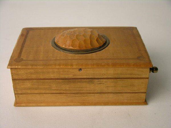 15: MUSICAL SINGING BIRD BOX.