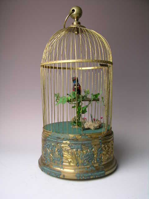18: FRENCH MECHANICAL SINGING BIRD IN CAGE.