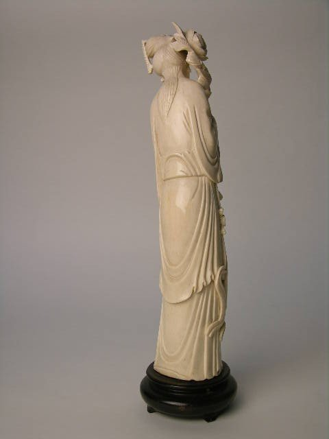 180: CARVED IVORY BEAUTY OF BEAUTIFUL LADY.