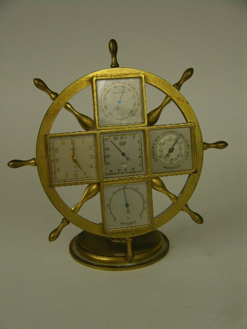 7: DESK CLOCK IN THE SHAPE OF A BOAT WHEEL.