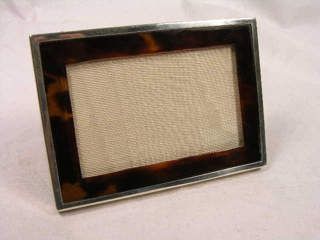 12: NATURAL SHELL AND STERLING SILVER PHOTO FRAME.
