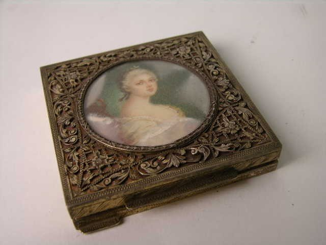 15: ANTIQUE STERLING SILVER ENAMELED COMPACT.