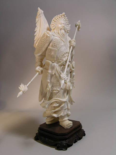 259: IVORY CARVING OF A WARRIOR. OVERALL HEIGHT      11