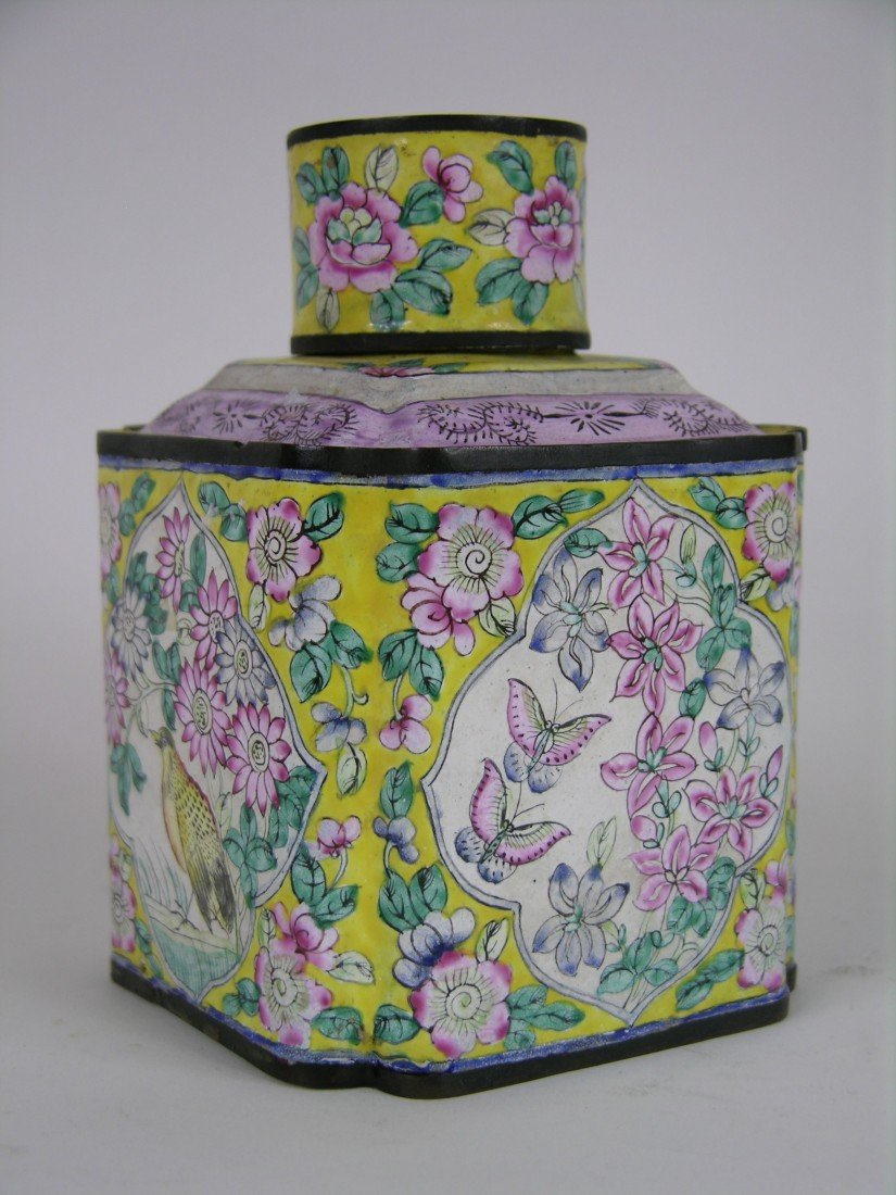 11: 19 TH CENTURY CHINESE ENAMELLED TEA CADDY.