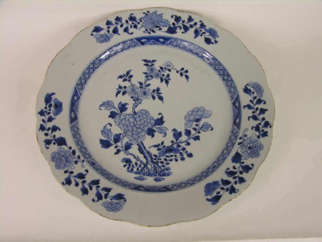 13: 18 TH CENTURY LARGE BLUE AND WHITE CHINESE PLATE.