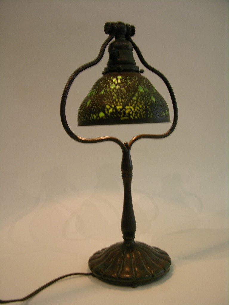 "15: TIFFANY STUDIOS ""GRAPEVINE"" DESK LAMP."