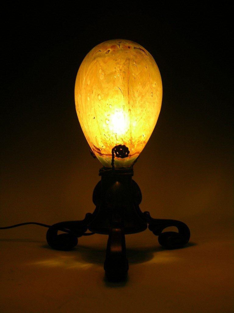 17: TIFFANY STUDIOS EGG SHAPED GLASS LAMP.