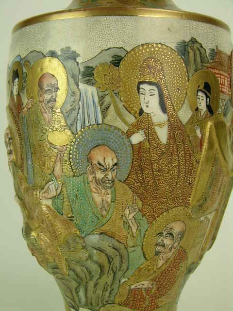 9: Signed Satsuma vase. - 2