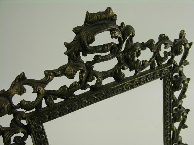 11: Victorian style brass picture frame. - 2