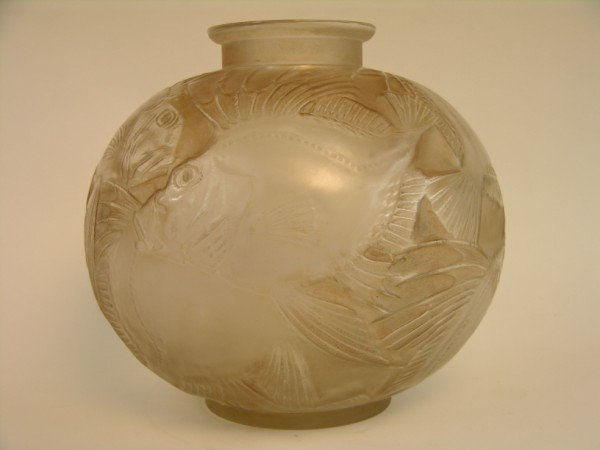 "97: Rene Lalique ""Poissons"" vase in clear glass with a"