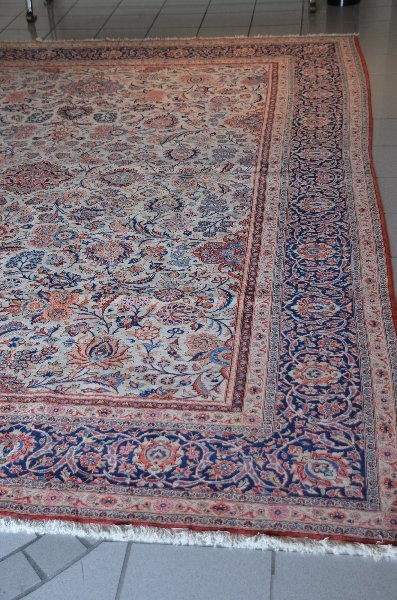 181: Antique Kashan carpet.