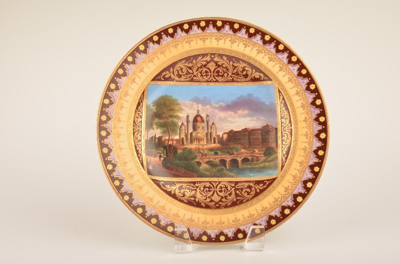 16: 18 th Century Royal Vienna plate with a gold enamel
