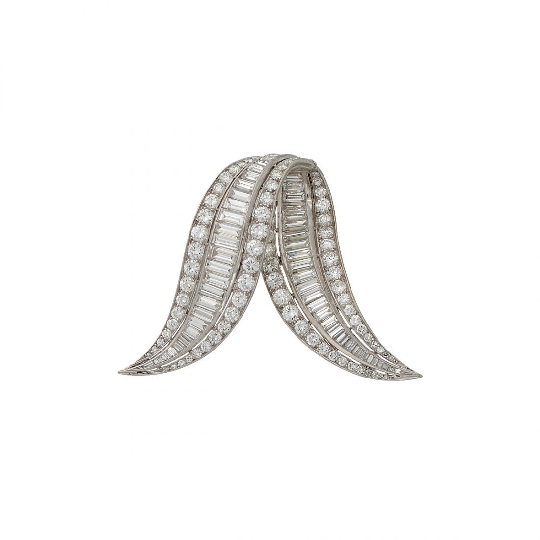 3: Platinum scarf clip set with approximately 14cts of