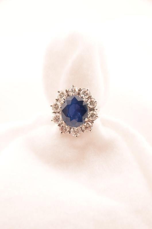 9: 18K White Gold Madagascar Sapphire and Diamond Ring,