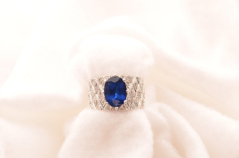 11: 18K White Gold Ceylon Sapphire and Diamond Ring, ap
