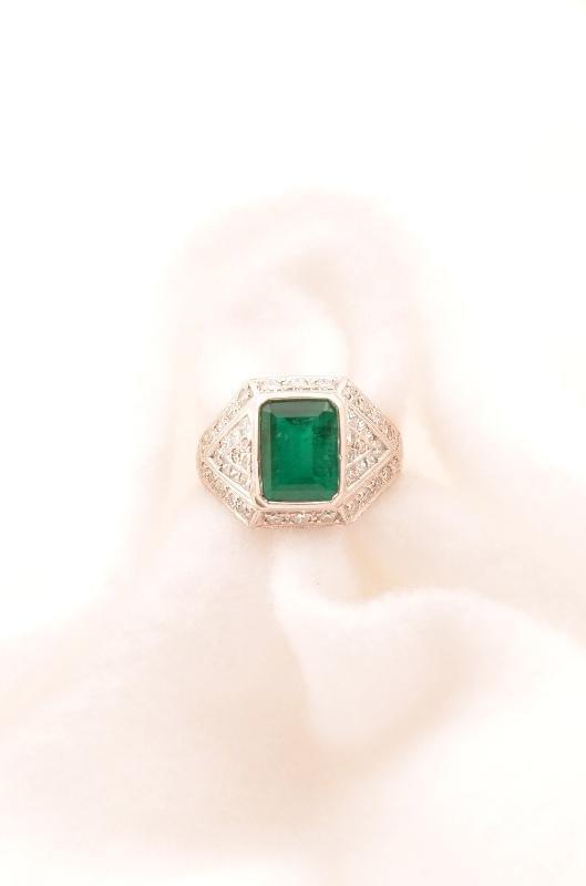 12: Art Deco Platinum Emerald and Diamond Ring, approx: