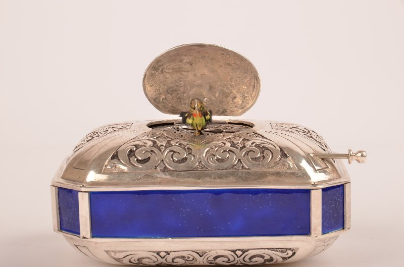 35: Sterling silver mechanical singing bird box with bl