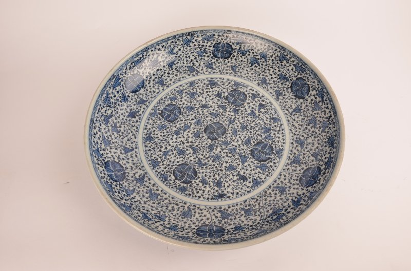 Large Chinese blue and white porcelain charger, 19th ce