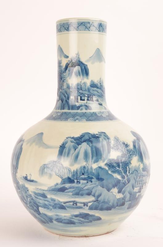 Chinese blue and white porcelain bottle vase, Kangxi ma