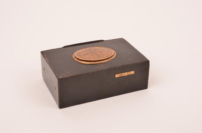 Tourtoise shell mechanical singing bird box.