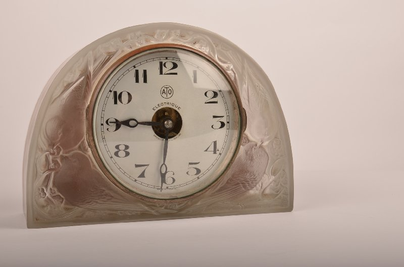 René Lalique Clear and frosted Glass 'Moineaux' Clock