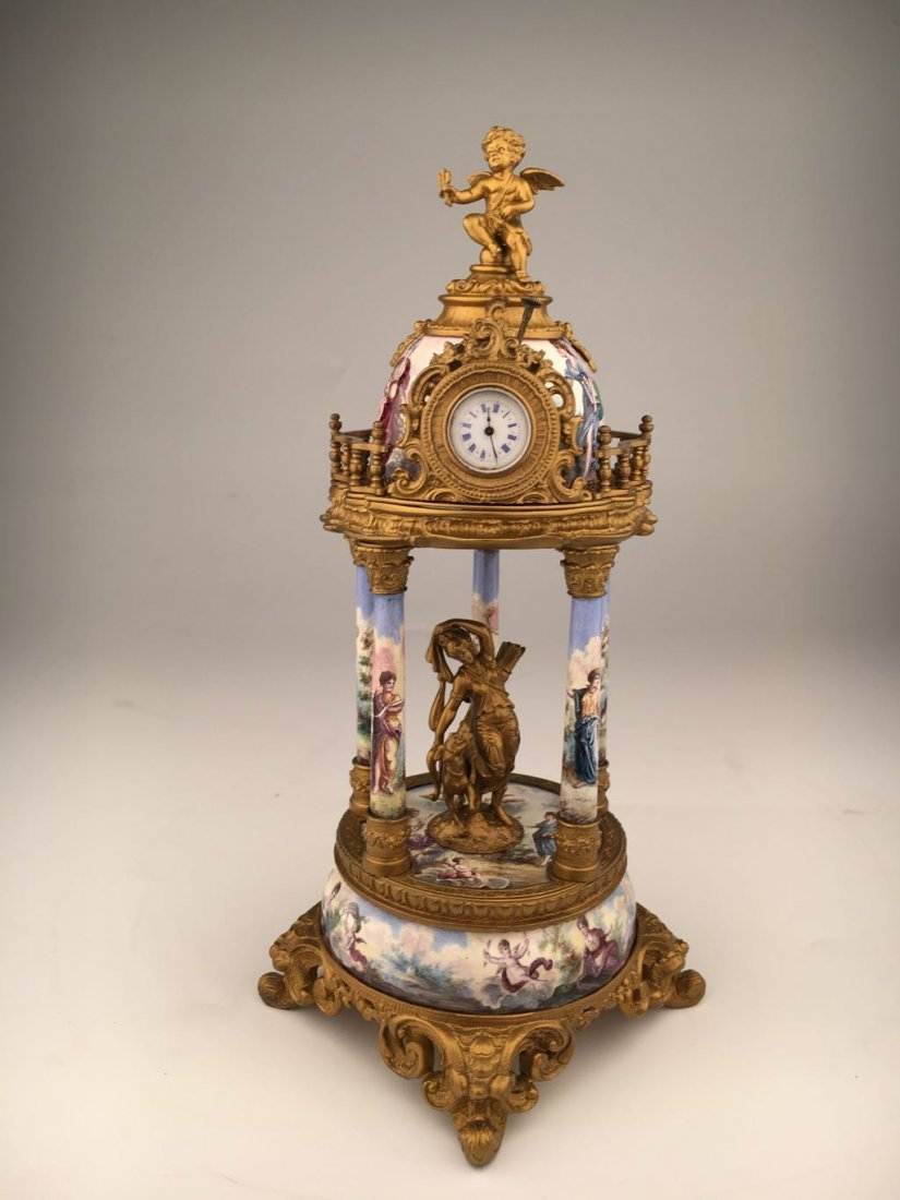 Porcelain and gold gilt bronze clock with