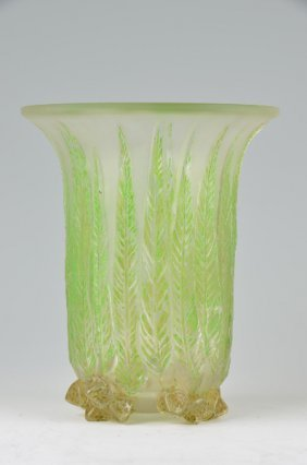 "R. Lalique ""eucalyptus"" Vase In Clear Glass With A"