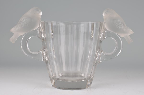 "R. Lalique ""Deux Pigeons"" vase in clear and frosty"