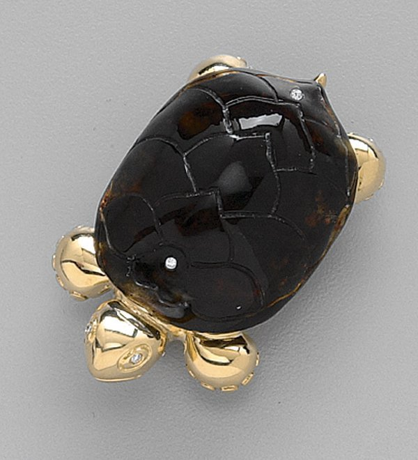 246: 18K GOLD, CARVED AMBER AND DIAMOND BROOC