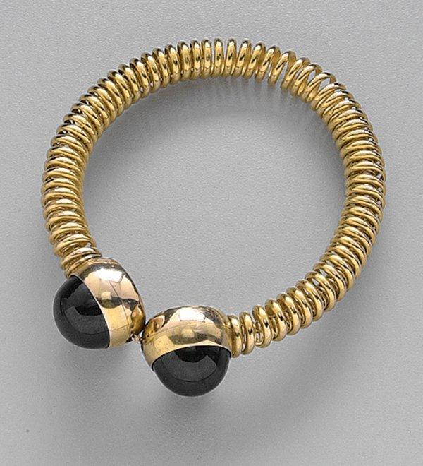 247: GOLD AND GARNET BANGLE, EARLY 20TH CENTU