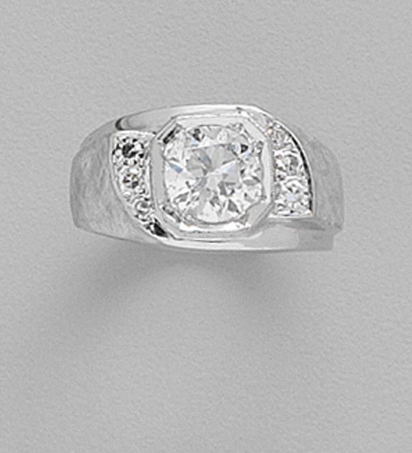 252: 14K WHITE GOLD AND DIAMOND RING Round di