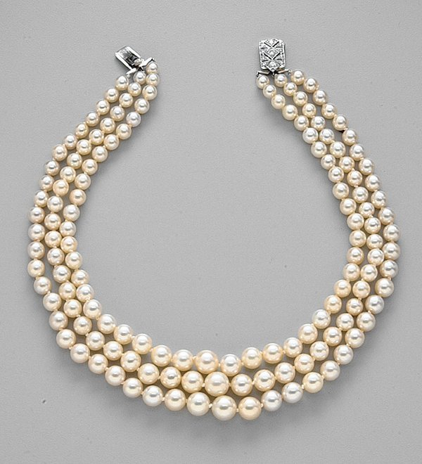 254: WHITE GOLD, CULTURED PEARL AND DIAMOND N