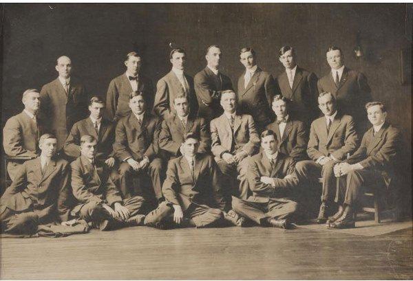 15: 1908 DETROIT TIGERS TEAM LARGE STUDIO PHOTOGRAPH